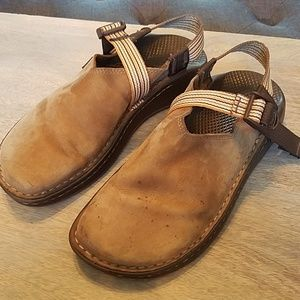 CHACO VIBRAM MULES SIZE 8 5